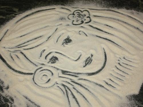 рисунок девочки на крупе