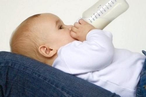когда и как можно отлучить ребенка от груди