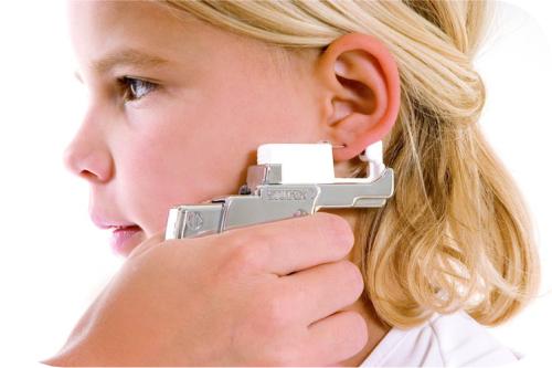 стоит ли прокалывать уши ребенку
