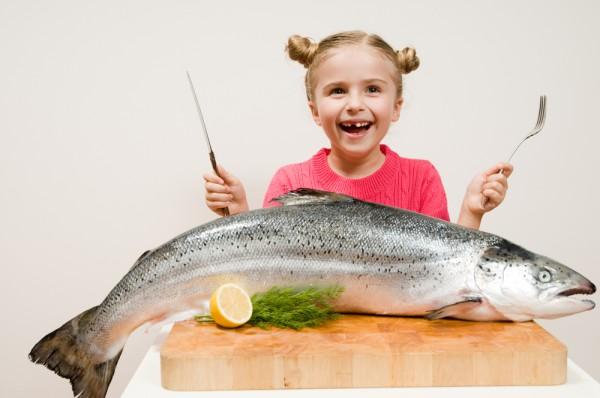 как и когда можно давать ребенку рыбу